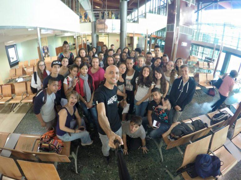Photo de groupe à l'aéroport de Saint-Denis avant de décoller pour l'Afrique du Sud.